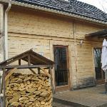 Entrée du chalet, reserve de bois