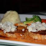 Rania's Restaurant, Bar & Grill