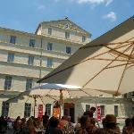 La terrasse devant le musée fabre