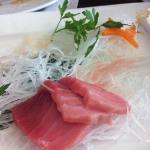 "sashimi de ""toro"". recomendable!"