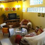 Sala de convivência e café.