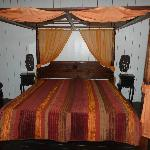 chambre lit baldaquin orange/chocolat