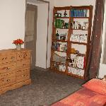 Chambre orange de la suite familiale