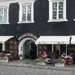 Restaurant from street