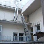 Vista desde la terracita de la habitacion-appart 211 al edificio lindante