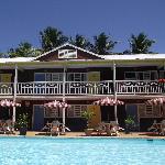 les chambres depuis la piscine