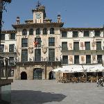 Plaza fueros de Tudela, a 12 km.