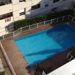 une piscine sympa qd elle n'est pas fermée car très sale!