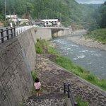 ホテルの裏にある川