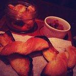 prawns with paprica sauce with bruschetta