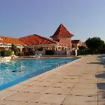 vue piscine et réception résidence
