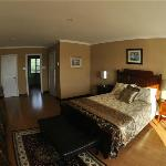 Upper Cove suite