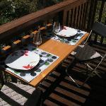 mini table sur le balcon
