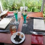table dans la véranda pour le dîner