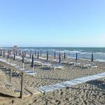 La spiaggia all'alba. 340 metri di spiaggia privata raggiungibili a piedi