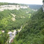 Vue de la vallée depuis le belvère des grottes