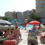 Toda la zona de piscina