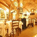 la sala nelle cantine di un palazzo medioevale