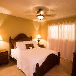 Comfortable rooms with Air conditioning, internet and flat screen TV's