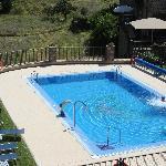 heerlijk zwembad met ligstoelen