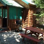 grill/ picnic area/ front porch