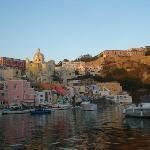Porto della Corricella al tramonto