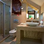 Twin Level Cottage Bathroom