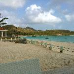 Vue la baie de St Jean et la piste de l'aéroport donnant sur la plage!