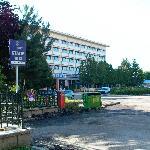 Vor dem Hotel 2