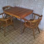 Cottage H kitchen table