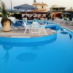 Venus Beach Gerani pool bar