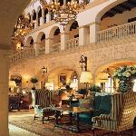 Colonial Lounge/Lobby