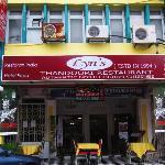 Lyn's restaurant exterior