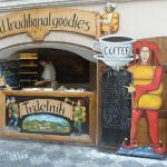 Local de trdelnik al lado del hotel, hace que la atmosfera huela a pan con azucar!!