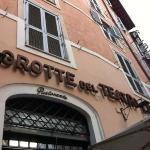 Foto de Grotte del Teatro di Pompeo