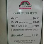 Tour and lei making prices sign.