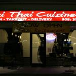 Mai Thai serving Niagara Falls Ontario