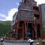 River Run Silvermill Summer Exterior