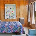 Pacific Surf Inn Bedroom