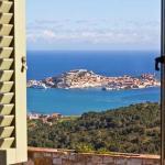 Dal B&B si gode di una vista spettacolare sul golfo di Portoferraio