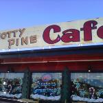 knotty pine cafe照片