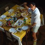 toller Frühstückstisch mit interessanten Gästen