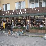 Jiks Bar & Restaurant