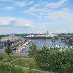 Vanuit het raam van onze kamer: de oude haven