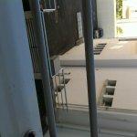 cendres de cigarettes sur le balcon
