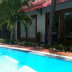бунгало с видом на бассейн и сад