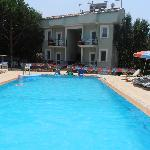 fabulous swimming pool plenty of sunbeds and brollies