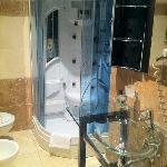 Badezimmer mit Dampfsauna-Dusche