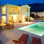 Ideales Resort Kefalonia - Villa by night