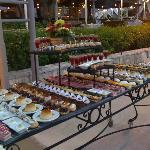 une des tables de dessert lors d'une soirée